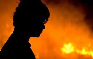 Diede fuoco all'auto di un commerciante: catturato dopo 15 giorni