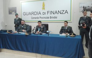 Nove arresti della Finanza per contrabbando e traffico di droga: i nomi dei cinque brindisini finiti manette