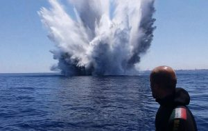 I Palombari della Marina Militare rimuovono ordigni dal porto di Brindisi