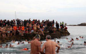 Tuffo di Capodanno 2019, è record con 182 iscritti ma per questa edizione annullata in maniera definitiva l'entrata in mare