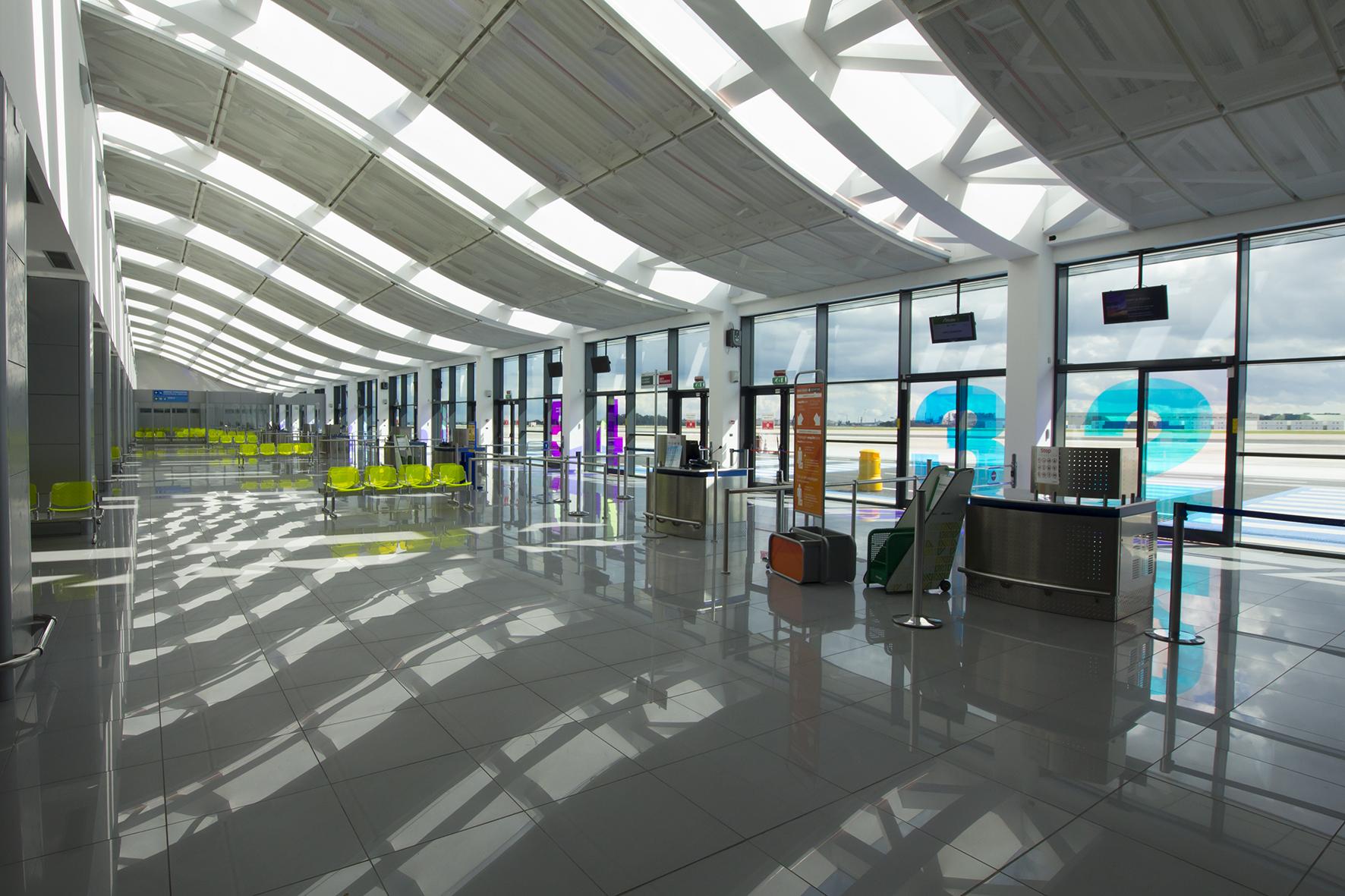 Aeroporto Bari : Chiude l aeroporto di bari voli spostati a brindisi tariffe
