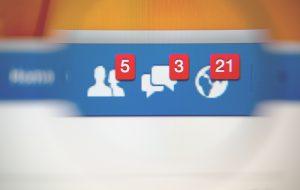 Pubblica su facebook post diffamatori contro una donna: denunciato 29enne