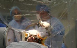 L'eccellenza all'Ospedale Perrino di Brindisi: intervento innovativo di stimolazione cerebrale contro il Morbo di Parkinson
