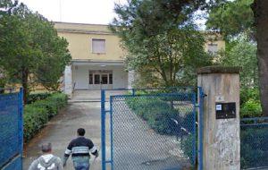 """Nuova irruzione nell'istituto """"Benedetto Croce"""". Identificati e segnalati tre minori"""