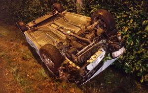 Guida ubriaco e si cappotta: denunciato