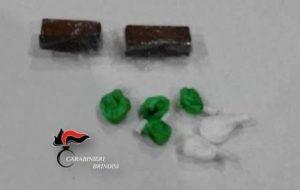 In casa 15 grammi di hashish e 5 di cocaina: arrestato