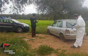 In auto senza patente non si ferma all'alt, ingaggia inseguimento e sbatte contro un albero