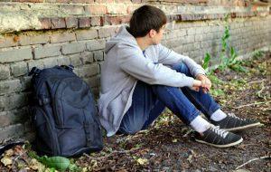 17enne scappa da casa: ritrovato a notte fonda mentre vaga per le vie di Brindisi