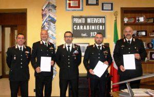Sequestrarono armi e droga: il Comandante De Magistris premia tre Carabinieri