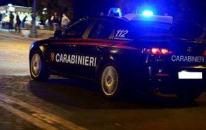 Prima picchia figlio ed amici, poi i Carabinieri intervenuti per calmare gli animi: arrestato