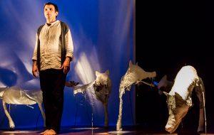 "Teatro Madre Festival: martedì 3 Luigi D'Elia in ""Zanna Bianca"""