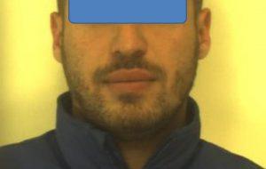 Barista fermato dopo mezzanotte: aveva tre grammi di hashish e 830 euro in contanti