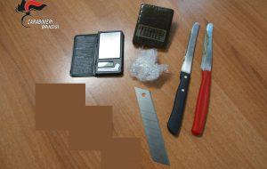 Beccato con 75 grammi di hashish ed un taglierino: arrestato 22enne brindisino