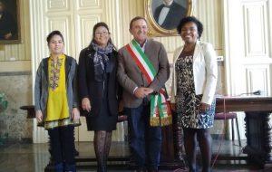 Il sindaco Coppola conferisce la cittadinanza italiana a sei stranieri residenti a Ostuni