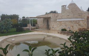 Lottizzazione abusiva con residence e piscina in zona agricola: denunciati proprietario, progettista e funzionario comunale
