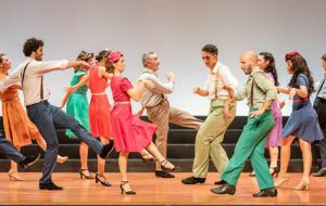 Le Bal. L'Italia balla dal 1940 al 2001: al Teatro Verdi di Brindisi un'esplosione di energie, danze e colori!