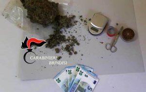 Nasconde 230 grammi di marijuana nel congelatore: 27enne agli arresti domiciliari