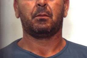 Sorpreso a smontare autocarro rubato: arrestato 44enne