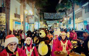 STREET MAGIC FANTASY: dopo il grande entusiasmo di ieri, oggi pomeriggio torna la Parata di Natale nel centro di Brindisi