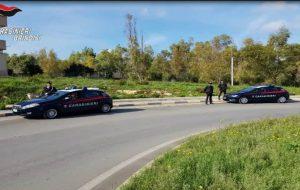 Resta bloccata in strada mentre va in ospedale per partorire: soccorsa dai Carabinieri