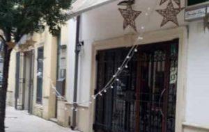 Se questo è Natale… vandali in azione distruggono addobbi a Brindisi e San Pietro
