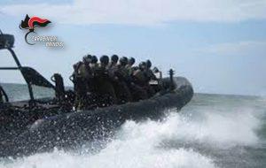 Teste di cuoio in azione nel porto di Brindisi: blitz ed ispezione su cargo sospetto