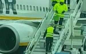 L'ENAC avvia indagine su attività di de-icing degli aerei presso l'Aeroporto di Brindisi