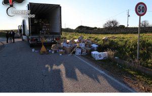 Scene da far west sulla 379: commando armato blocca la strada e assalta camion carico di tabacchi