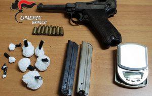 Minaccia l'ex moglie all'alba. In casa aveva pistola da guerra, munizioni e cocaina. Arrestato 40enne