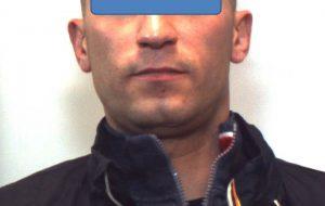 Sferra un pugno a Carabiniere per evitare controllo: arrestato