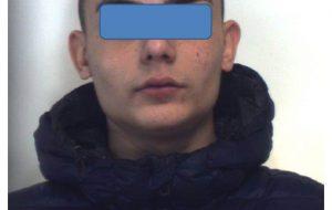 Il proprietario scende dall'auto ed il ladro se la porta via: fermato ed arrestato 19enne di Brindisi