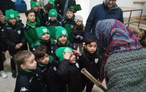 La Befana all'ex-Fadda distribuisce calze ai piccoli della Scuola Calcio Us San Vito