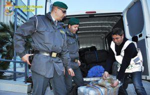 55 Kg di erba nel furgone a noleggio: arrestato 40enne di Napoli