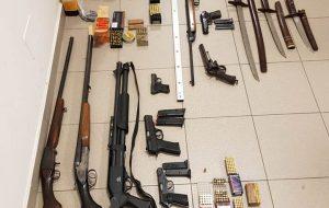 In casa aveva un arsenale di armi e munizioni clandestine: arrestato 47enne