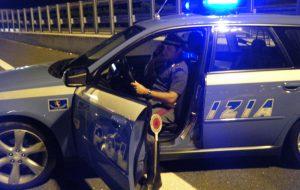 Attimi di terrore in una villetta della litoranea nord: i poliziotti intervengono con un taser ed immobilizzano un uomo in stato d'agitazione