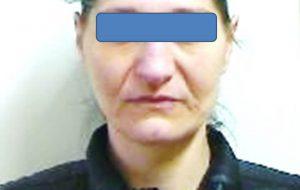 Spaccia droga dagli arresti domiciliari: 42enne condotta in carcere