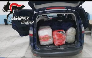 I carabinieri sequestrano 130 Kg di marijunana dopo un lungo inseguimento su strada sterrata