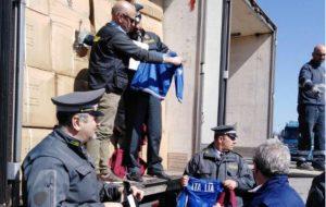 Sequestrate 3250 felpe contraffatte con il logo Italia e lo scudetto del CONI