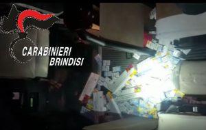 234 pacchetti di sigarette sul pulmino: denunciato autista albanese
