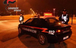 In auto senza patente non si ferma all'alt dei Carabinieri: 29enne arrestato per resistenza a Pubblico Ufficiale