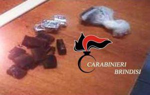 Custodiva 22 dosi di stupefacente sul lastrico solare confinante del vicino: arrestato 33enne