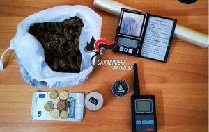 Sotto il materasso aveva 120 grammi di marijuana: arrestato 19enne