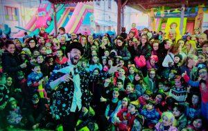 """Grande successo per """"Eco Carnevale"""", migliaia di brindisini in piazza"""