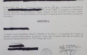 Ennesima emergenza abitativa a Brindisi: entro venti giorni nove famiglie dovranno lasciare la scuola di Via Sele