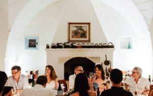 Tre bicchieri in Masseria ad Oria: il 7 e 21 marzo si brinda con i produttori premiati da Gambero Rosso