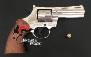 Deteneva nel garage una pistola a salve modificata: arrestato 40enne di Brindisi