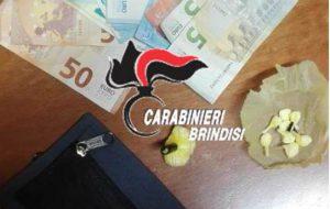 In auto con 7 grammi di coca e 510 euro in contanti: arrestato 25enne