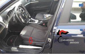 In auto con una mazza da baseball accanto al sedile: denunciato 40enne