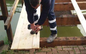 In corso i lavori di ripristino dei ponticelli del parco XIX Maggio (Cillarese)