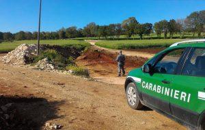 Scavi abusivi in un fondo rustico in zona sottoposta a vincolo paesaggistico: intervengono i Carabinieri forestali